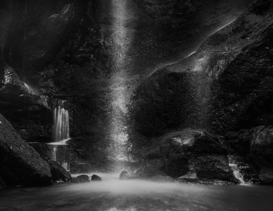 ROUGHTING LINN by Rodger Holden