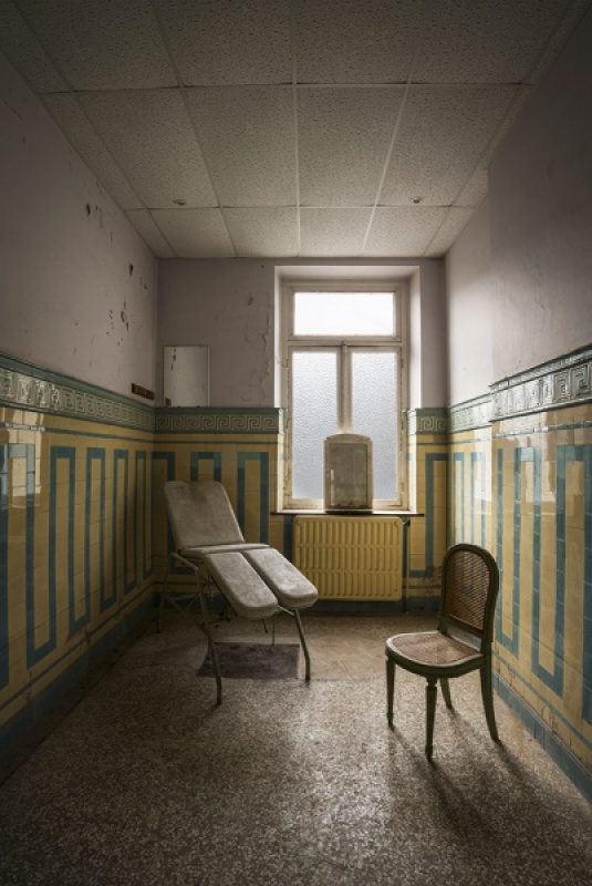 THE ABANDONED SPA by James Street